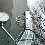 【京都風景ぶらり】NHK大河ドラマ『いだてん』で大注目オブジェ!12人の韋駄天が駆けめぐる☆「島津メディカルプラザビル」