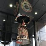 【京都街角ぶらり】日本三大祭・祇園祭の長刀鉾からくり時計!雅やかなチャイムが和む☆「野村證券」