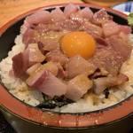 ガッツリ海鮮丼定食は900円!烏丸御池の人気海鮮居酒屋「炉端・鮨 蛍 (ほたる)」