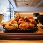 おしゃれラウンジで絶品唐揚げをどうぞ♡RAKURO京都 Cafe & Kitchen Bar「ツナグ」【烏丸丸太町】