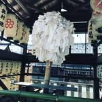 【京都神社めぐり】世界遺産・宇治平等院の守護神社!枝垂桜と『暗闇の奇祭』が有名☆「縣(あがた)神社」