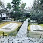 【京都お寺めぐり】静寂の早春風景!平成最後・過去4年の白砂壇を振り返る☆鹿ケ谷「法然院」