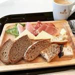 【京都モーニングめぐり】一皿でバラエティ富む本場ドイツの味!土日祝日限定のお値打ち「ベッカライ・ペルケオ・アルト・ハイデルベルク 」