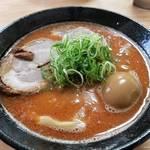 郊外でも繁盛する濃厚海老ラーメン「麺屋 じすり」【京都】