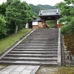 門をくぐれば、そこは別世界 春が待ち遠しい「霊鑑寺」の特別公開【京都】
