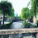 【京都新緑めぐり】涼やかな青柳並木ゆらり!情緒あふれる名橋と水面の絵になる風景☆「三条白川」