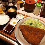 【京都とんかつめぐり】究極の柔らかヒレ肉!キャベツ・ご飯・味噌汁おかわりOK!!住宅街の穴場店「手のべとんかつ 三平」