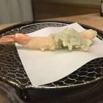 世界遺産 二条城前のホテルで職人さんが揚げる旬の天ぷら「天ぷら 花門」