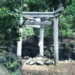【京都神社めぐり】太秦のパワースポット神社!神秘的で珍しい三本鳥居や石室も☆「蚕の社(木嶋神社)」