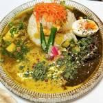 京都郊外で話題の旨辛スパイスカレー「タカタカカフェ」