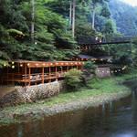 マイナスイオンたっぷりの京都・三尾(高雄・槇尾・栂尾)ウォーキング【京の夏の旅】