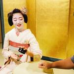 京都の美「舞妓」さんと楽しい一夜を過ごす体験を