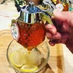 【京都かき氷めぐり】京都屈指の蜂蜜専門店!ハチミツ8種類をさらにかけ放題♡「ミールミィ本店」