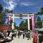 【京都北野天満宮】毎月25日開催の縁日!ずいき祭直前の秋晴れの下『天神市』に行ってきました☆