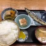 変わらないおばちゃんの笑顔と昭和レトロな大盛り食堂「千成餅食堂」【山科駅】