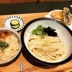 【京都ランチめぐり】銀閣寺道に昨年オープン!国産小麦の自家製讃岐うどんが人気☆「イカヅチうどん」