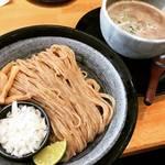 【京都ランチめぐり】オフィス街の人気つけ麺店!全粒粉自家製麺とあっさり鶏魚介スープ☆「麺匠たか松」