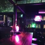 【京都バーめぐり】二条城前の魅惑的隠れ家バー!京町家を彩るネオンアート☆「ネオン フォレスト ジジ」