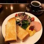 【京都モーニングめぐり】朝7時オープン!たっぷりサラダとサイフォン式コーヒーでほっこり☆「Cafe★Star カフェスター」