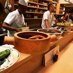 【京都和食めぐり】三条木屋町の有名老舗割烹!大鉢並ぶ季節の絶品おばんざい☆御料理「めなみ」