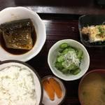 銀閣寺近くの昭和レトロの定食屋さん「大銀食堂」で煮魚定食
