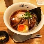 【京都ラーメン】ミシュラン店!至高のこだわり魚介出汁の淡麗スープ絶品「麺屋猪一」