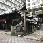 【京都神社めぐり】京都駅スグのビルの狭間にある小さな祠!平安時代創建の縁結びの神様☆「道祖神社」