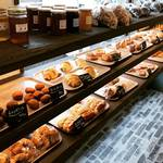 【京都パンめぐり】9月オープンの亀岡有名ベーカリー2店舗目!食欲そそるグリル調理パンが人気☆「コケット グリム」