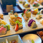 【京都ランチ】見て美しく、食べて美味しい♡あなただけのオリジナル手織り寿司を楽しんで♩『AWOMB西木屋町』