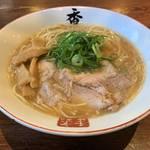 特注熟成麺がうまい!京都ラーメンに、黒白醤油の新メニューも「香来 壬生本店」