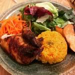 【京都カフェめぐり】ロティサリーチキンやジビエ料理ランチもあり☆薪ストーブのくつろぎ空間「ウルクス」