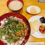 さばきたて鰻丼!京都の隠れた人気店『うなぎのしお冨』は生きたウナギを注文後にさばく