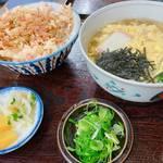 京都・伏見桃山の高コスパランチ!蕎麦屋「薮そば」は麺と丼がセットで880円