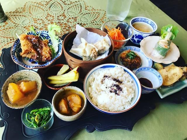 【京都ランチめぐり】テイクアウトあり!季節の小鉢が並ぶ身体喜ぶヴィーガン料理「平和的ごはんパドマ」