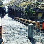 【2020京都風景】コロナ禍で見違える閑散ぶり!京都随一の人気観光スポット「祇園白川」