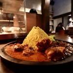黄金ピラミッドのスパイスカレー登場!NATUREMIAN spice curry(ナチュレミアン スパイスカレー)【御所南】