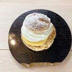 四条烏丸から徒歩1分の極楽、手毬シュークリーム&cafe『amagami kyoto』