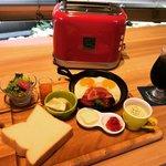 【京都モーニング】リニューアルオープン!自家製生食パンを選べるトースターで「からふね屋珈琲店」