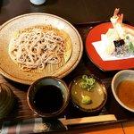 【京都ランチめぐり】蕎麦激戦区の住宅街にある地元民御用達店!安定の根強い人気ぶり「京都団楽」