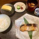 しっとりと「京都一の傳 本店」で老舗の西京焼と日本酒を楽しむ