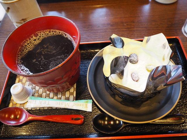 和菓子と洋菓子の両方を欲張れる『一乗寺中谷』の「絹ごし緑茶てぃらみす」