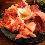 【京都焼肉めぐり】ブタこそ正義!ディープエリアの知る人ぞ知る豚肉ホルモン専門店「豚金」