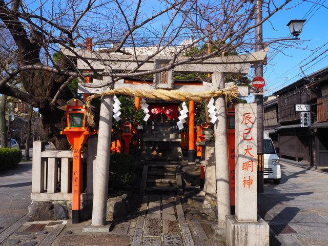 京都を象徴する『祇園白川』と『辰巳大明神』