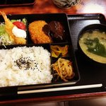 【京都ランチめぐり】和洋中一式そろう老舗大衆食堂!地元サラリーマン御用達「つたや」