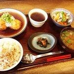 【悲報】京都自然食レストラン元祖!オフィス街の胃袋支え37年の歴史に幕「びお亭」