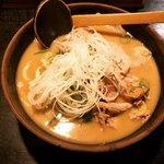 【京都ラーメン】極寒の冬こそ食べたい!酒処・伏見のご当地グルメ酒粕らーめん「玄屋」