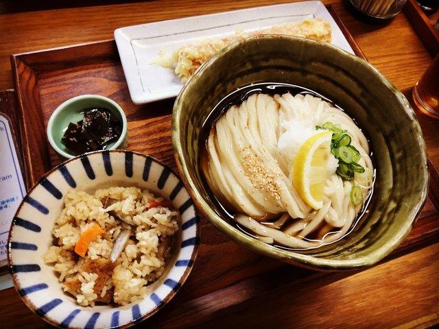 【京都ランチ】ツヤツヤつるつるモチモチで絶品必食☆「自家製うどん さんたく」