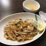 【京都ランチ】本場タイ食材を日本人向けアレンジで人気☆創作タイ料理「パッタイ」