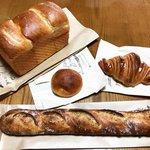 【京都パン】早々に完売する超人気の絶品パン!住宅街の小さな店舗「アンドブレッド」