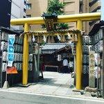 【京都神社】長引くコロナ禍に金運祈願!黄金鳥居のパワースポット「御金神社」